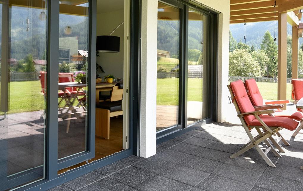 parallel schiebe kippt ren f r balkon und terrasse strussnig. Black Bedroom Furniture Sets. Home Design Ideas